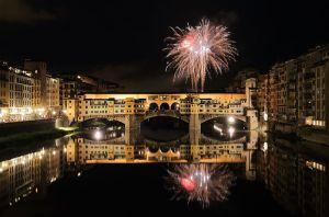800px-Fireworks_over_Ponte_Vecchio