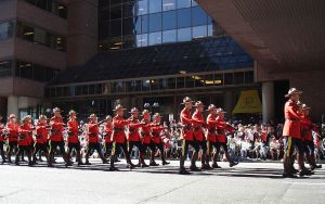 800px-Mounties_at_the_Calgary_Stampede_Parade_2011