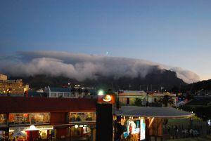 1200px-Cloud_and_Table_Mountain