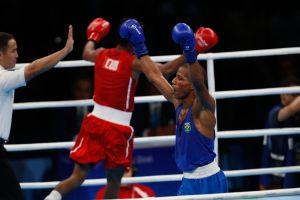 Rio de Janeiro - Robson Conceição derrotou na tarde deste domingo o cubano Lázaro Álvarez e vai a final do boxe categoria peso ligeiro. (Fernando Frazão/Agência Brasil)
